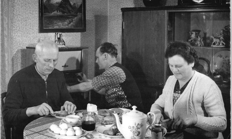Bauernfamilie Abendessen